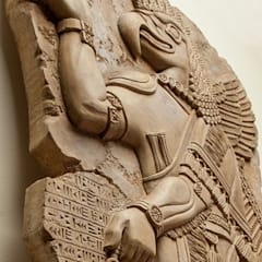 Барельеф ассирийского бога:  в . Автор – Pietra Danzare, Классический