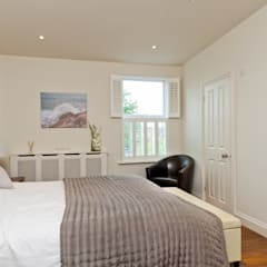 A Classic Natural bedroom :  Bedroom by A1 Lofts and Extensions