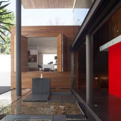 Patios & Decks by Echauri Morales Arquitectos, Minimalist