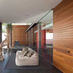 minimalist  by Echauri Morales Arquitectos, Minimalist