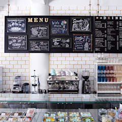 CAFÉ ANNTEANA: BaNANA OFFICE INC.が手掛けたレストランです。,コロニアル