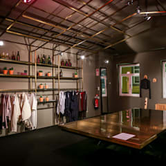 Store design by REPA for EUREKA SHOES LAB: Espaços comerciais  por REPA,Rústico