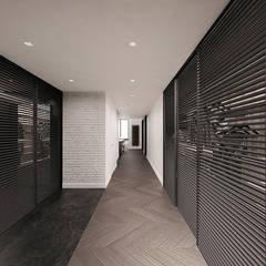 High - Contrast Loft : styl , w kategorii Garderoba zaprojektowany przez Mess Architects