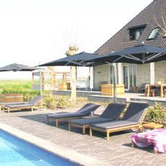 luxe woonboerderij  Noord-Holland:  Zwembad door AVEM Architecten