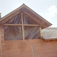 Estructura cubierta en madera laminada de abeto: Ventanas de estilo  de Carpinteria y Ebanistería El Taller Magico