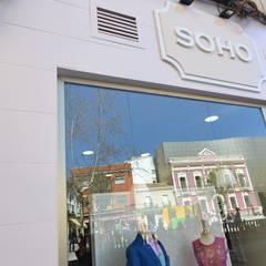 TIENDA SOHO: Espacios comerciales de estilo  de MIMESIS INTERIORISMO SL