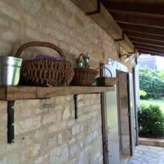 CAMPAGNE CHIC MAISON DE FAMILLE: Terrasse de style  par INSIDE-DECO-TENDANCE
