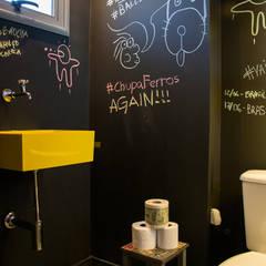 Bathroom by Leticia Sá Arquitetos, Modern