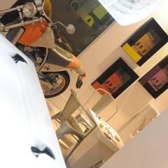 Sala de Jogos: Garagens e edículas industriais por Renata Amado Arquitetura de Interiores