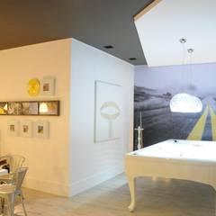 Sala de Jogos: Garagens e edículas minimalistas por Renata Amado Arquitetura de Interiores