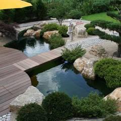 Albercas de estilo asiático por V&S Teich, Garten und Design