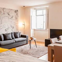 living room: Salas de estar  por Home Staging Factory