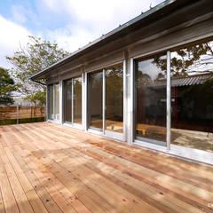 Maisons de style  par krew Architects.inc,