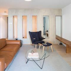 Project Amsterdam Noord - Overhoeksparklaan:  Woonkamer door Standard Studio - Amsterdam