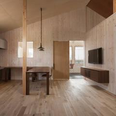 اتاق نشیمن توسطタクタク/クニヤス建築設計, مدرن