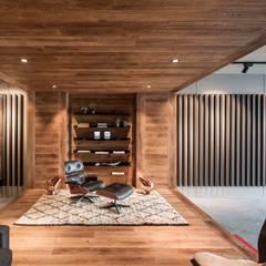 Showroom design - Hakwood Studio Tirol:  Kantoor- & winkelruimten door Standard Studio - Amsterdam