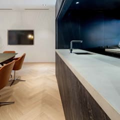 Showroom design - Hakwood Studio Tirol:  Scholen door Standard Studio - Amsterdam