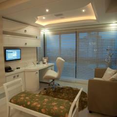 Estudios y despachos de estilo  de Paulinho Peres Group, Clásico