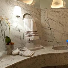 Baños de estilo  de Paulinho Peres Group, Clásico