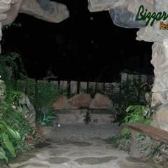 Banco de pedra: Shopping Centers  por Bizzarri Pedras