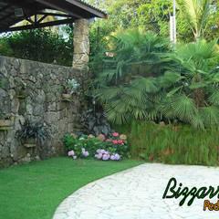 Muros de pedra: Casas rústicas por Bizzarri Pedras
