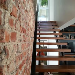 Casa América: Corredores e halls de entrada  por América Arquitetura
