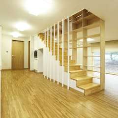 Nemo House, Container Residence:  Corridor & hallway by thinkTREE Architects and Partners
