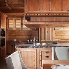 Rustikale Küchen von Архитектор Татьяна Стащук Rustikal