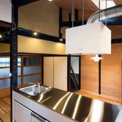 現代廚房設計點子、靈感&圖片 根據 長崎工作室 現代風