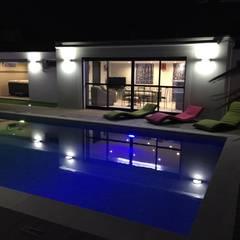 Pool House et Piscine: Piscines  de style  par JbHouseDesigner