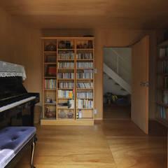 Salas de entretenimiento de estilo  por 早田雄次郎建築設計事務所/Yujiro Hayata Architect & Associates