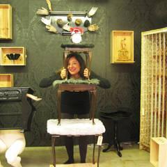 Cucú in het interieur:  Exhibitieruimten door Cucú