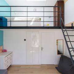 en coeur d'ilôt: Chambre d'enfant de style  par agence MGA architecte DPLG