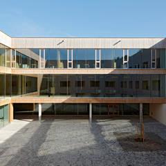 Innenhof:  Schulen von Fink Thurnher Architekten