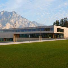 Aussenaufnahme:  Schulen von Fink Thurnher Architekten