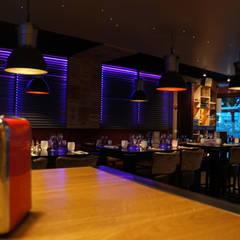 Bar-restaurant: Restaurants de style  par Home inclusiv
