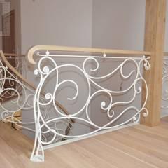 schody: styl , w kategorii Korytarz, przedpokój zaprojektowany przez Suare Studio  Natalia Margraf-Wojciechowska