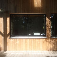maison NEV: Fenêtres de style  par Cécile Boerlen Architecte SARL