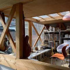 生野区 の長屋 - Row house of Ikunoku: 林泰介建築研究所が手掛けた書斎です。