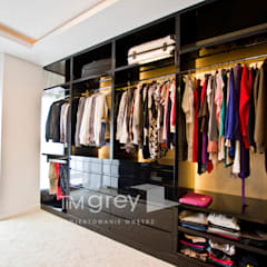classic Dressing room by TiM Grey Interior Design