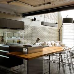 Cocinas de estilo  por DIEGO REVOLLO ARQUITETURA S/S LTDA., Industrial