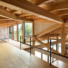 Salas multimedias de estilo  por 松島潤平建築設計事務所 / JP architects