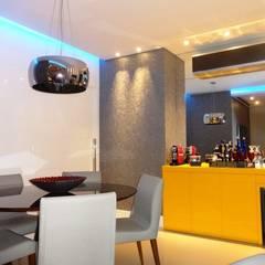 Sala iluminada: Salas de jantar  por Lúcia Vale Interiores