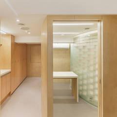 금오동물병원: 제이에이치와이 건축사사무소의  클리닉
