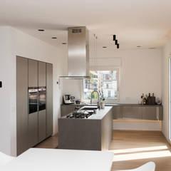 Kitchen by Studio  Vesce Architettura