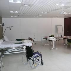 Création du pôle logistique et administratif de l'Hôpital d'Uzès (30): Hôpitaux de style  par AGENCE D'ARCHITECTURE BRAYER-HUGON