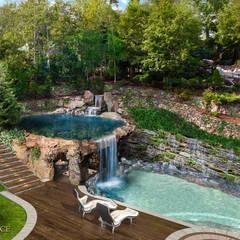 Taras z basenem i grotą skalną: styl , w kategorii Ogród zaprojektowany przez Twoje Miejsce,