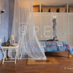 décoration, intérieur, mise en scène, ambiance: Chambre de style de style Colonial par patrick eoche Photographie d'architecture