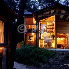 Architecture maisons: Maisons de style  par patrick eoche Photographie d'architecture