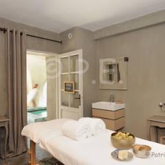 Immobilier, hôtellerie, chambre d'hôte: Spa de style  par patrick eoche Photographie d'architecture